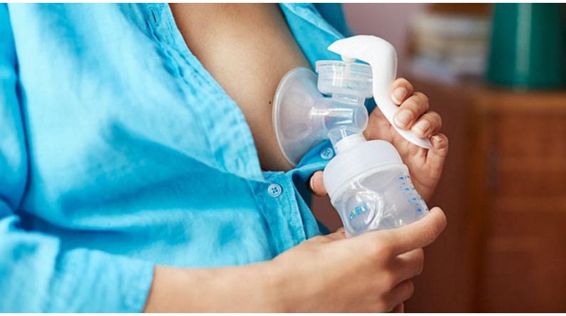 Come il tiralatte può aiutare l'allattamento naturale